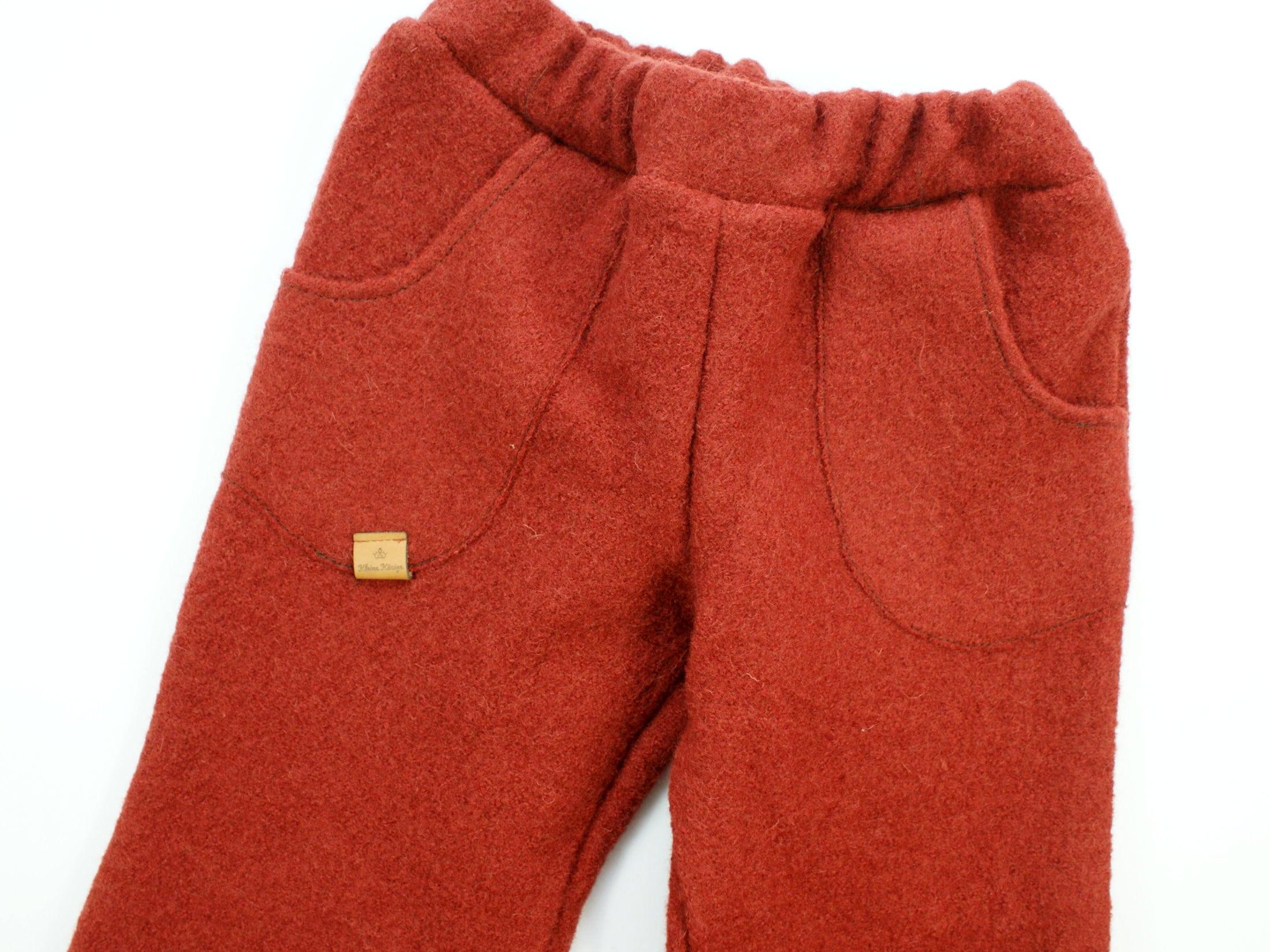 Kinderhose aus Wollwalk in Rostrot mit Gummizug und Taschen