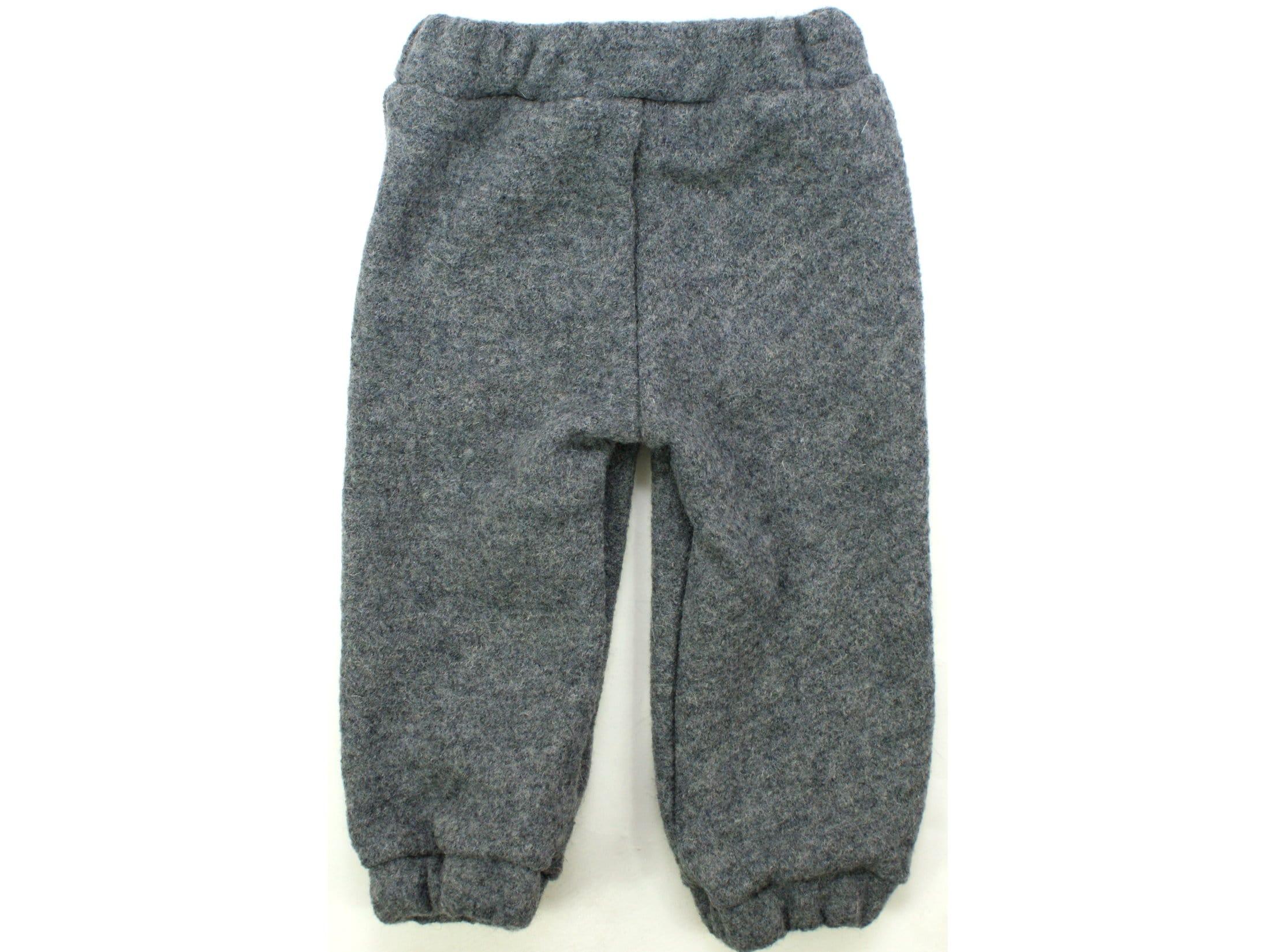 Kinderhose aus Wollwalk in Grau mit Gummizug und Taschen