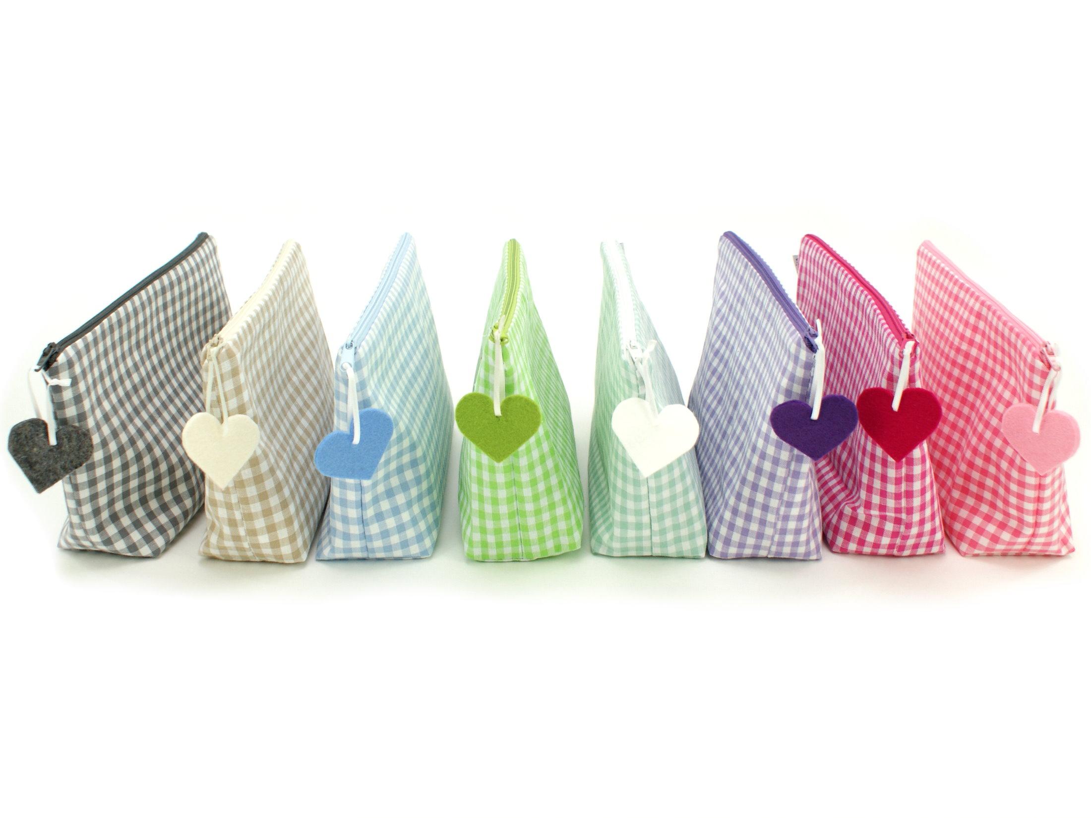 Karo Kulturtasche mit Namen bestickt in 8 Farben
