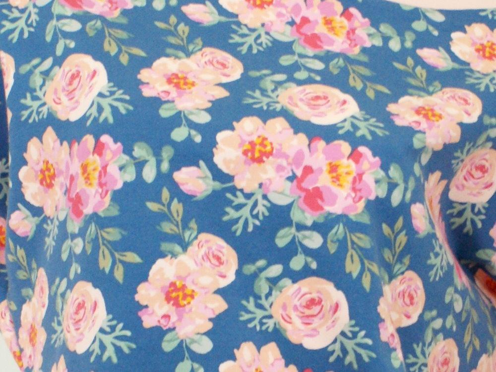 "Damen Fledermausshirt Rosen ""Peony"" blau rosé"