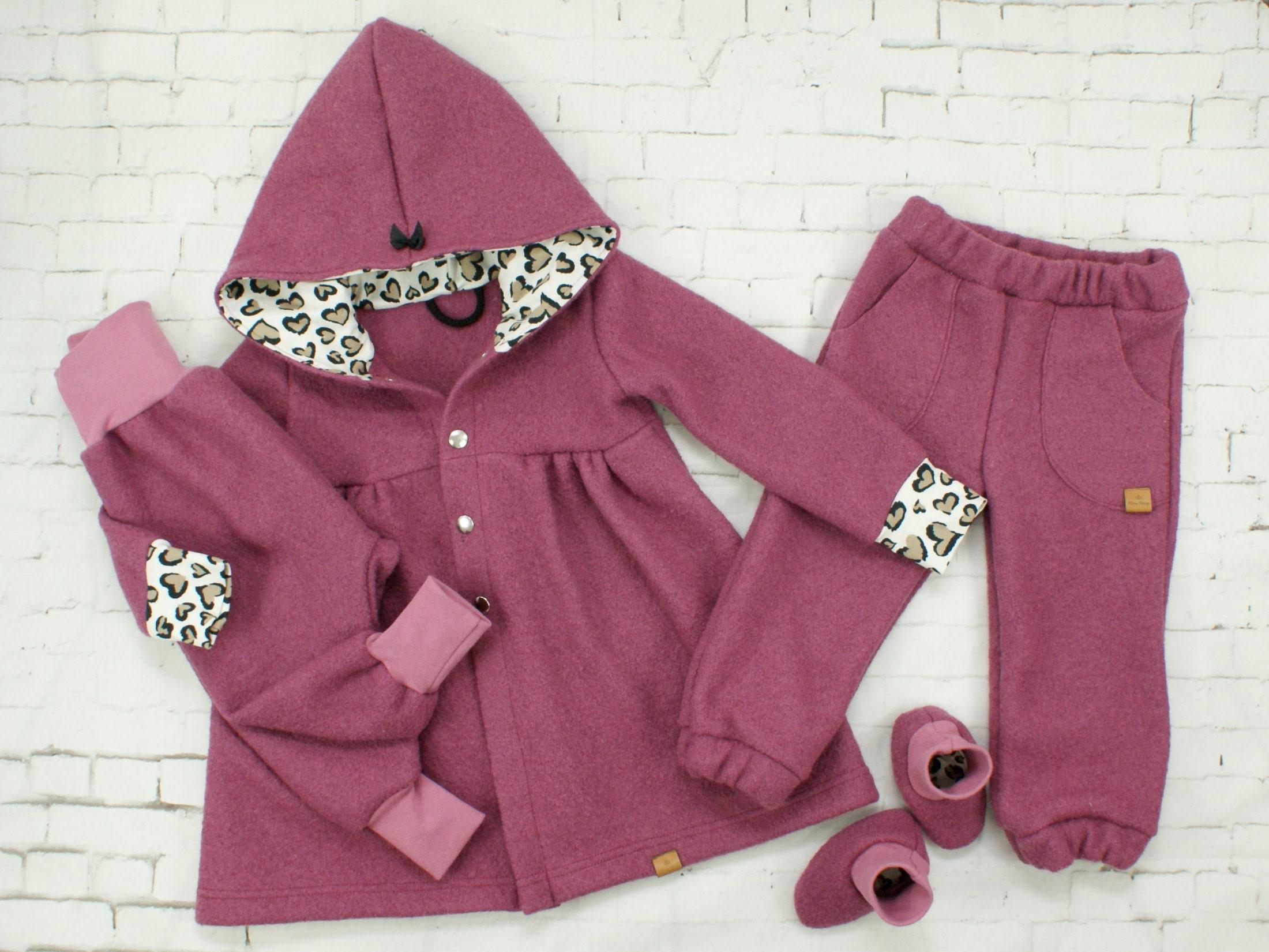 Kinderhose aus Wollwalk in Altrosa mit Gummizug und Taschen